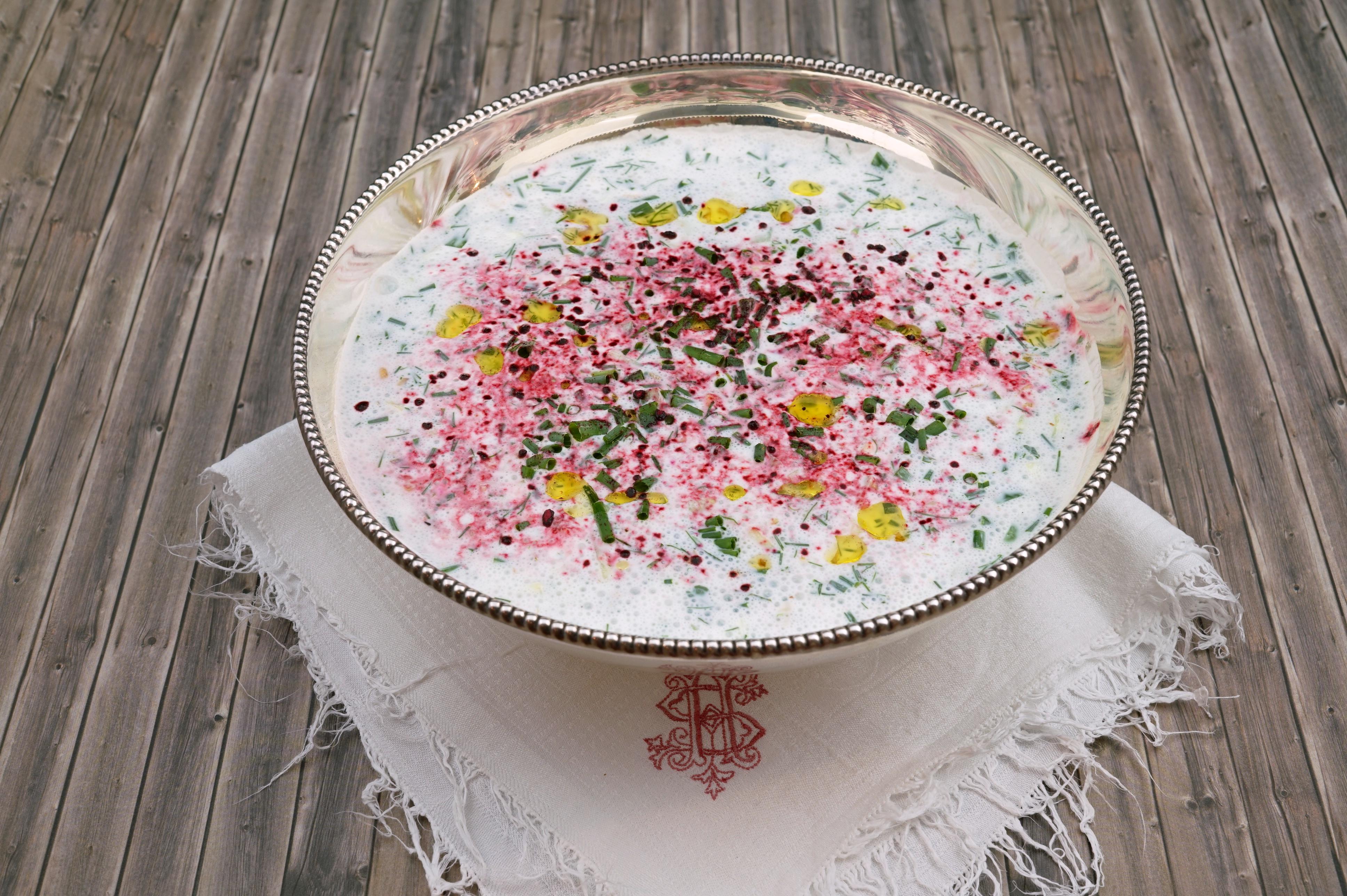 Persische Joghurtsuppe